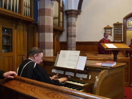 organist2c_first_omagh_church_-_midday_christmas_2009_-_geograph-org-uk_-_1632643